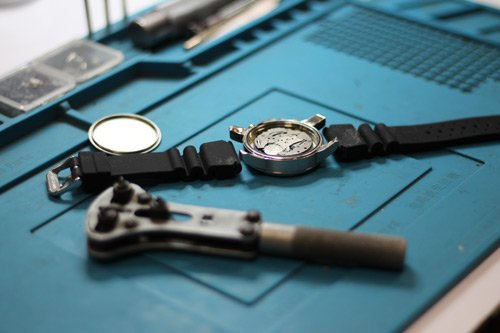 watch repairs and battery replacement